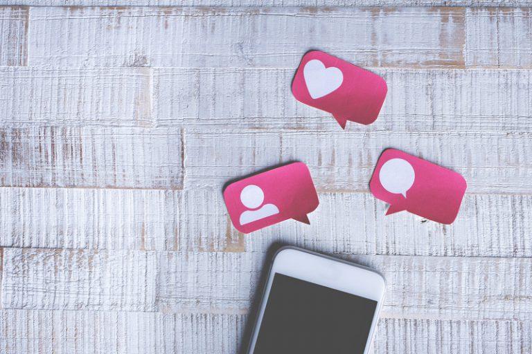 eistungen Social Media Management smartphone